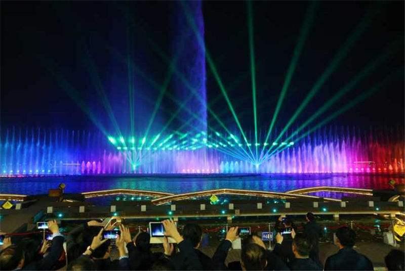 双鹤湖中央公园音乐喷泉